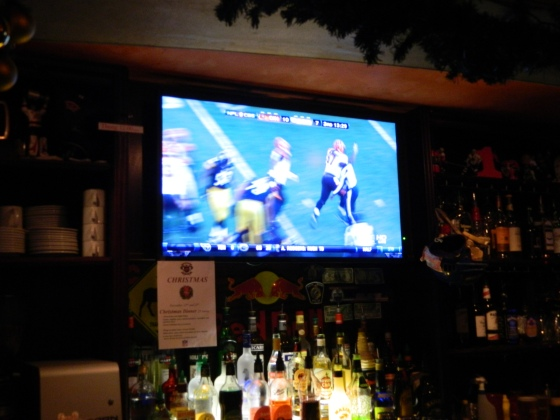 Watching the Steelers game in Paris :)